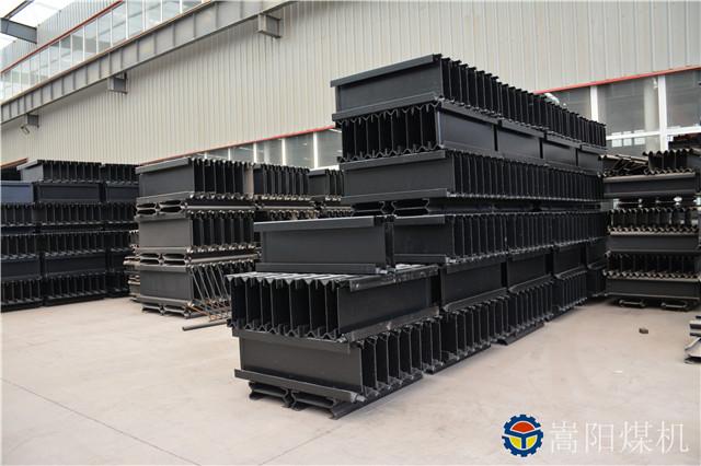 嵩阳煤机一批刮板机中部槽发往陕西省渭南市某矿丨煤炭运输的跑道