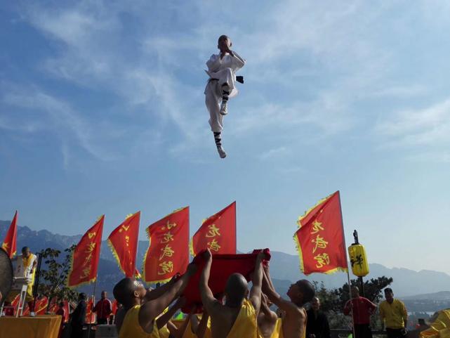 嵩阳煤机预祝第十二届中国郑州国际少林武术节盛大开幕式