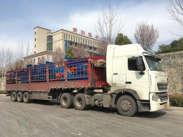 发往黑龙江煤矿大倾角皮带输送机整装待发