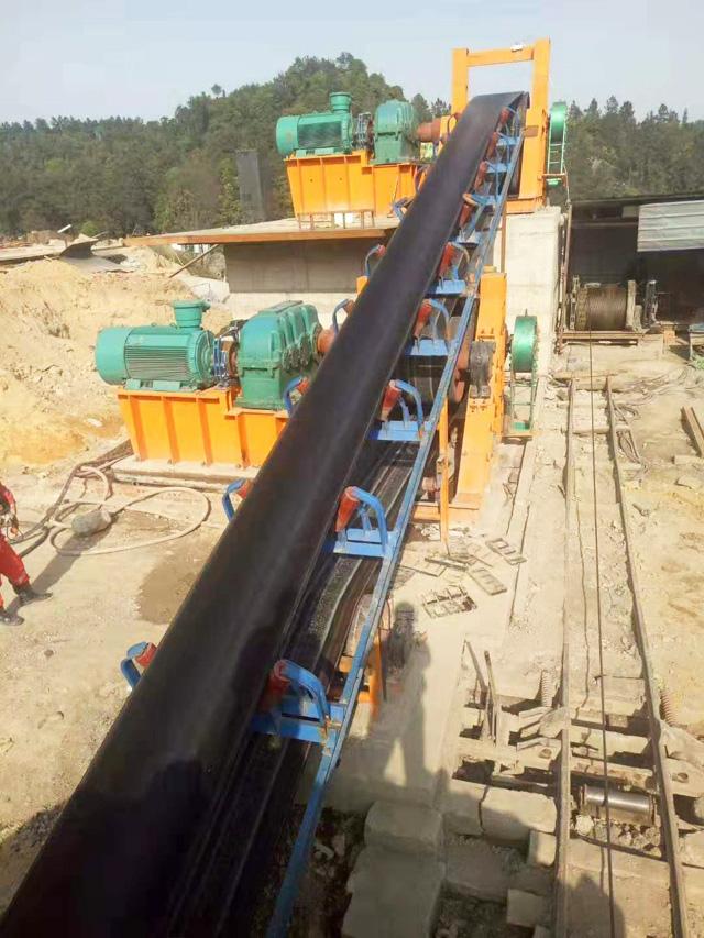贵州煤矿大倾角皮带输送机生产完毕装车发货