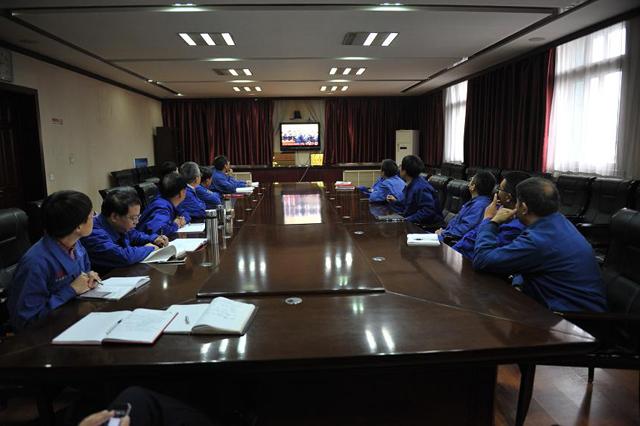 嵩阳煤机全体员工立足岗位学习十九大精神