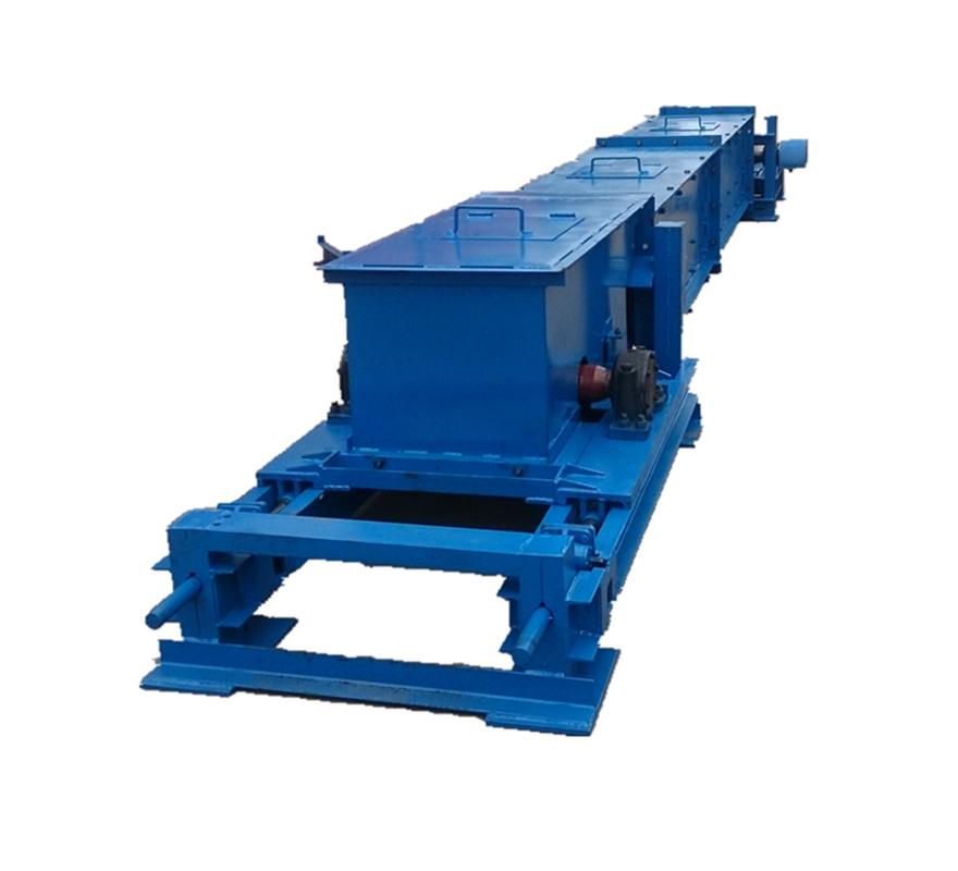 XGZ型铸石刮板输送机的用途和主要技术特征 XGZ型铸石刮板输送机适用于矿山、冶金、化工等行业温度在250以下,对含水率无过高要求的粉状、粒状小块状及混合物料的密闭输送,以水平输送为主,倾斜输送时最大倾角为20°。系统中粒度在300mm以下。水平输送时可分为单、双层输送,可多点进料及出料。该机结构简单,使用维修方便。但不宜输送粘性大、要求破碎率低的易碎性物料。 本系列的刮板输送机共五种规格,型号是: XGZ-6 XGZ-8 XGZ-10 XGZ-12 XGZ-14 XGZ型铸石刮板输送机其型号意